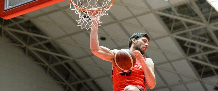 Чемпионат Японии, в котором выступает одессит Вячеслав Кравцов, снова приостановлен