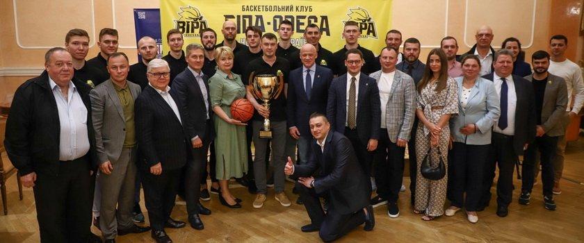 В Одесской мэрии чествовали лучшие баскетбольные команды сезона